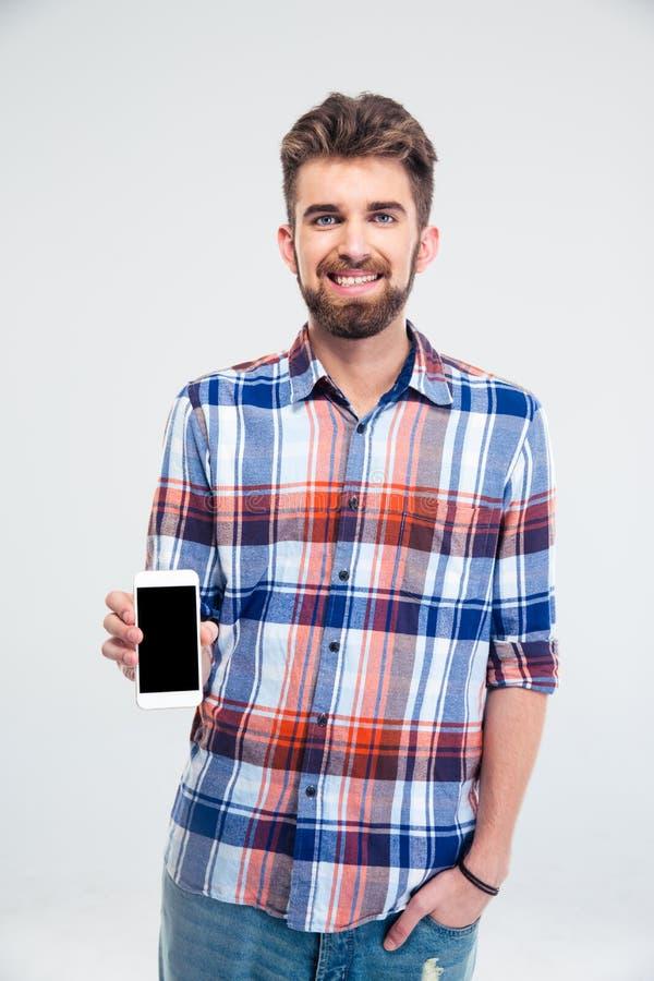 Mens die smartphone met het lege scherm voorstellen stock fotografie
