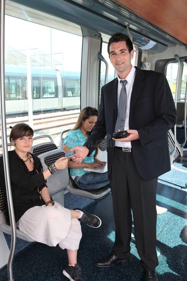 Mens die tramkaartjes controleren royalty-vrije stock foto