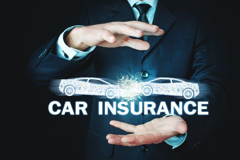 Mens die twee autoneerstorting houden De verzekeringsconcept van de auto stock afbeeldingen