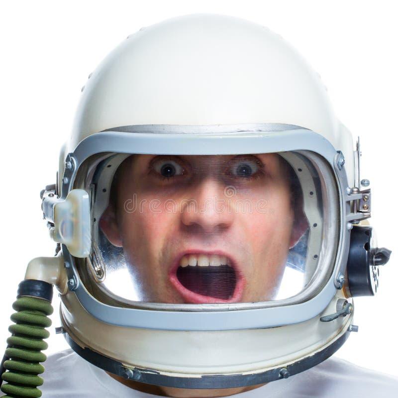 Mens die uitstekende ruimtehelm dragen stock afbeeldingen