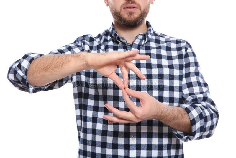 Mens die woordtolk in gebarentaal op witte achtergrond tonen stock fotografie