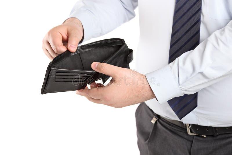 Mens die zijn lege portefeuille toont stock afbeelding