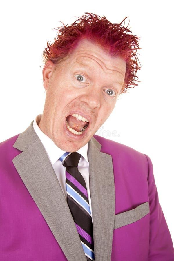 Mens in een purper open purper haar van de kostuum dicht mond royalty-vrije stock foto
