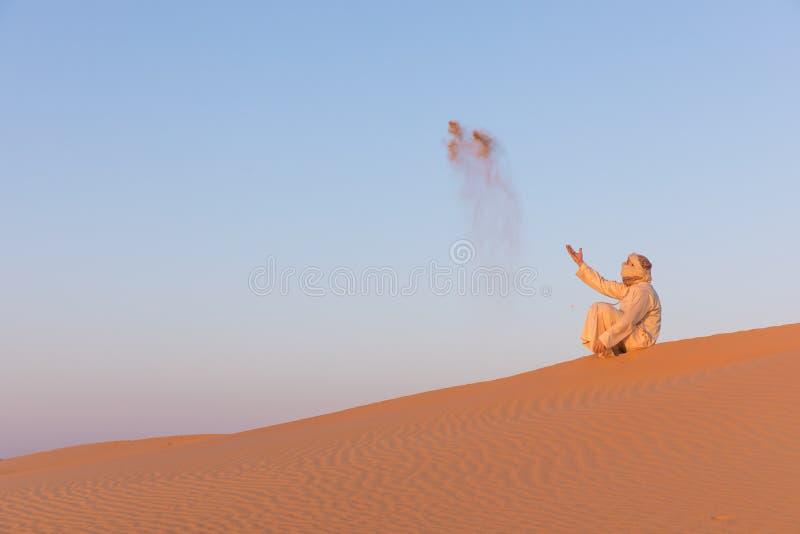 Mens in een traditionele Arabische kleding stock foto's