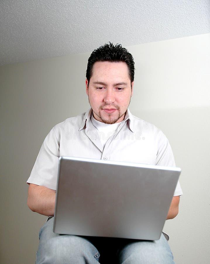 Mens en computer-5 stock foto