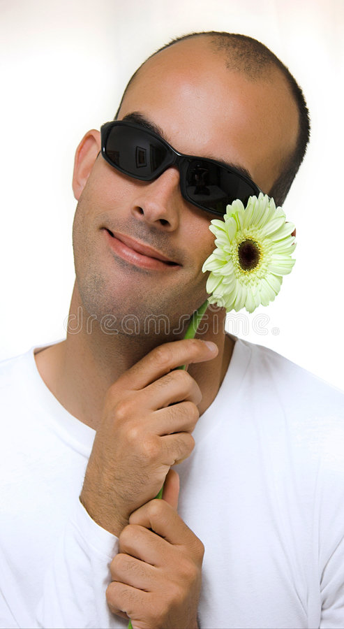 Mens en een yelowbloem stock foto's