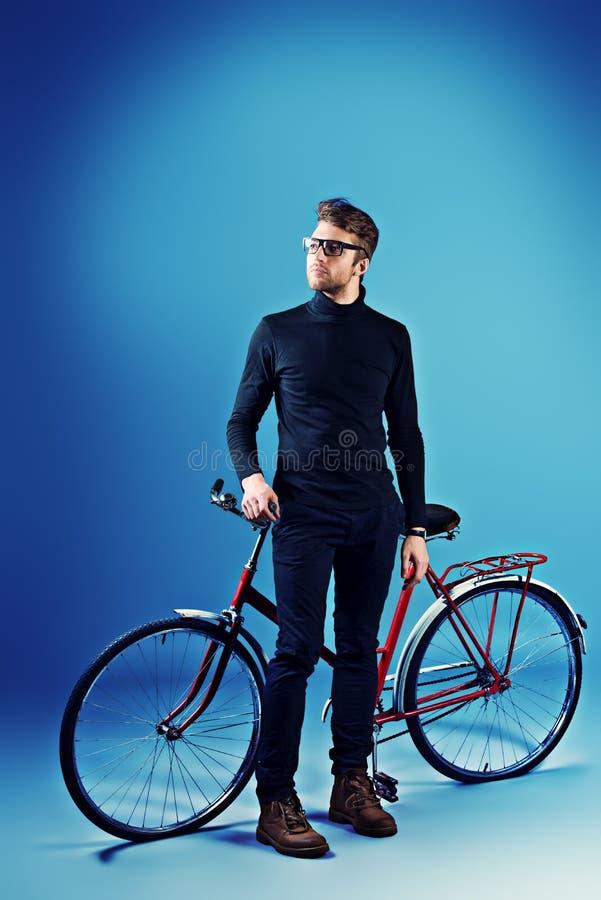Mens en fiets royalty-vrije stock afbeelding