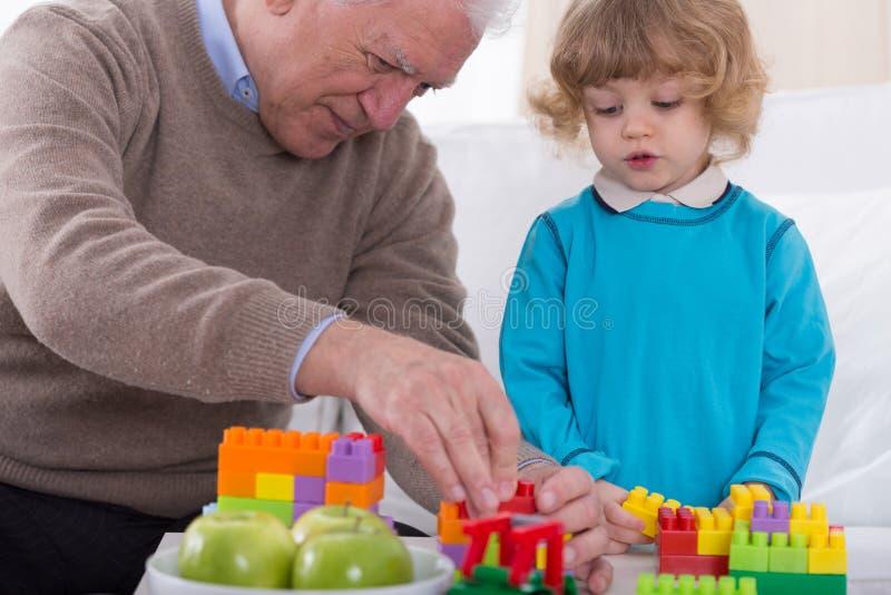 Mens en kleinzoon stock fotografie