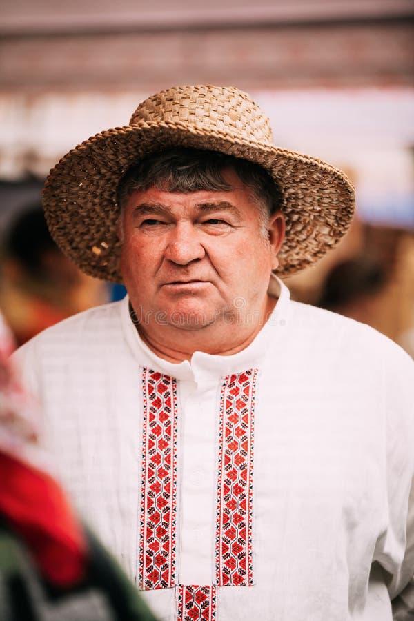 Mens in Etnisch Traditioneel Mensen Nationaal Russisch Kostuum stock afbeeldingen