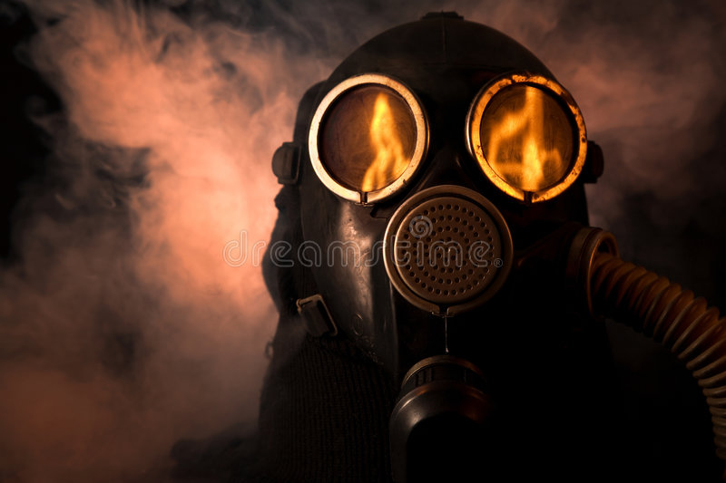 Mens in gasmasker royalty-vrije stock fotografie