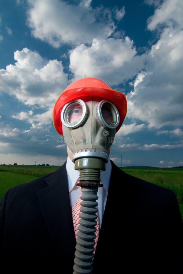 Mens in gasmasker en hoed royalty-vrije stock afbeeldingen