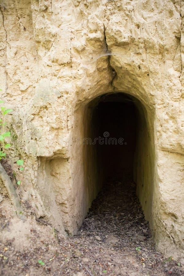 Mens gemaakte tunnel in de grond royalty-vrije stock afbeeldingen