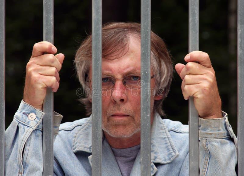 Mens in gevangenis stock foto's