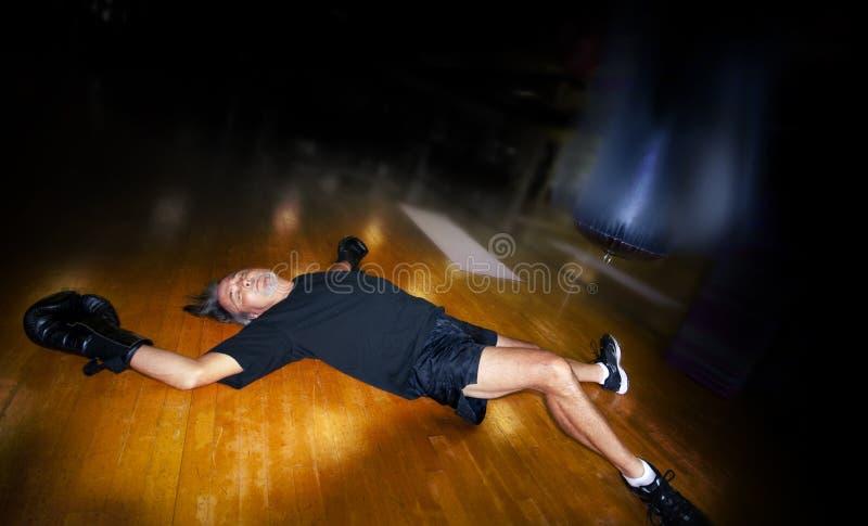 Mens in gymnastiek royalty-vrije stock afbeeldingen