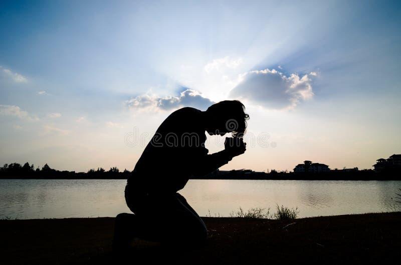 Mens het bidden. royalty-vrije stock afbeelding