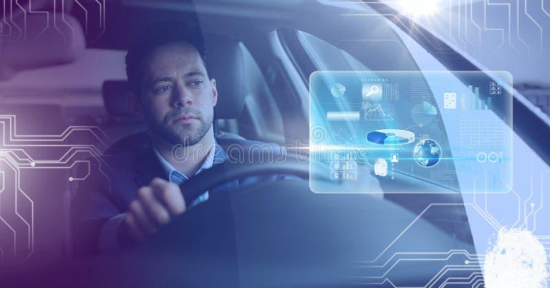 Mens het drijven in auto met hoofden op vertoningsinterface stock foto's