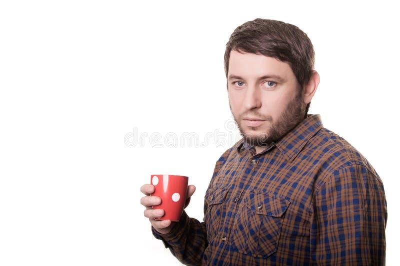 Mens het drinken koffie op witte achtergrond wordt geïsoleerd die royalty-vrije stock foto's
