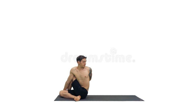 Mens het praktizeren yoga, het uitrekken zich torso op witte achtergrond stock afbeeldingen