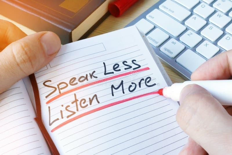 Mens het schrijven spreekt minder meer luistert royalty-vrije stock foto