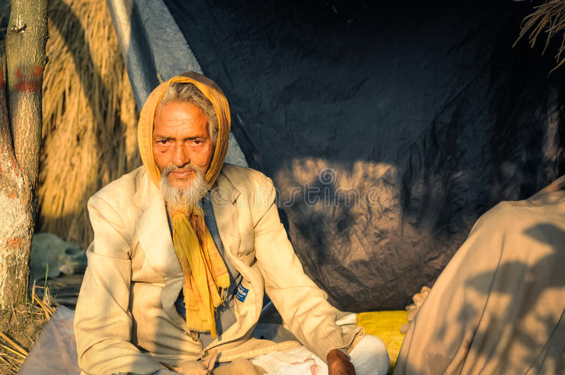 Mens in kostuum in West-Bengalen stock afbeeldingen