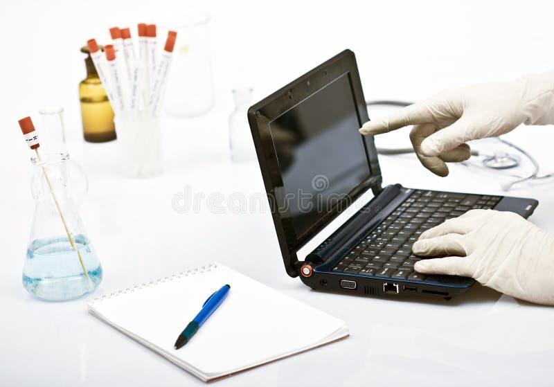 Mens in laboratorium royalty-vrije stock foto's