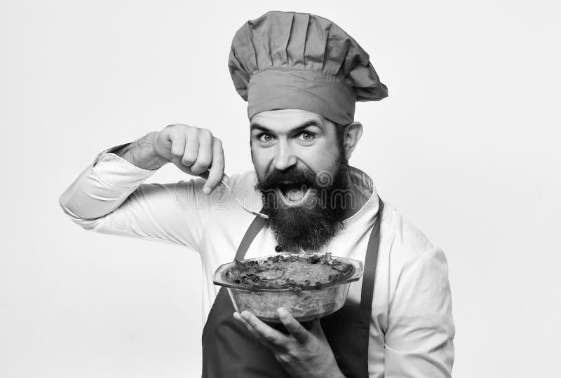 Mens met baard op witte achtergrond Kok met vrolijk gezicht stock foto's