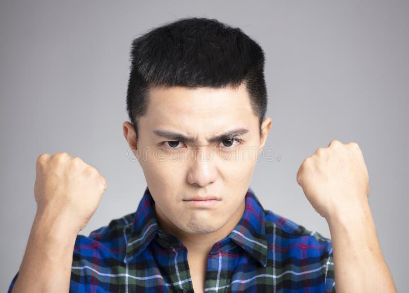 mens met boos en gek gezicht royalty-vrije stock fotografie