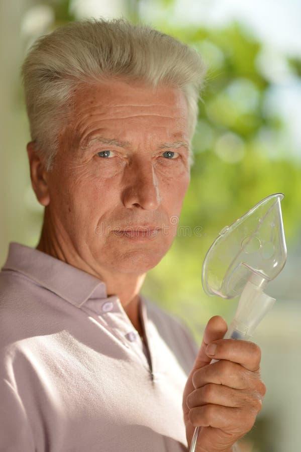 Mens met de griep royalty-vrije stock afbeelding
