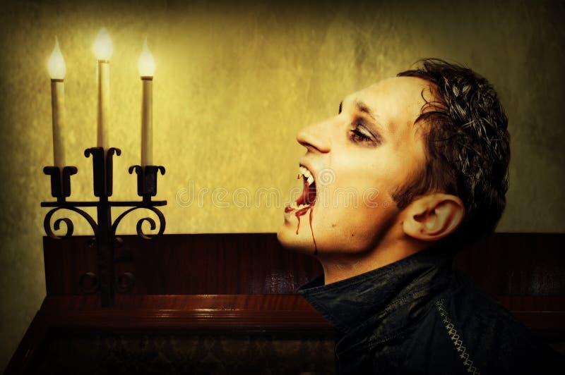 Mens met de samenstelling van de vampierstijl. stock fotografie