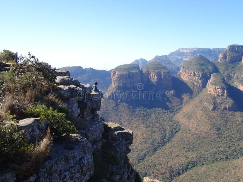 Mens met Drie Rondawels in Mpumalanga-Provincie, Zuid-Afrika royalty-vrije stock fotografie