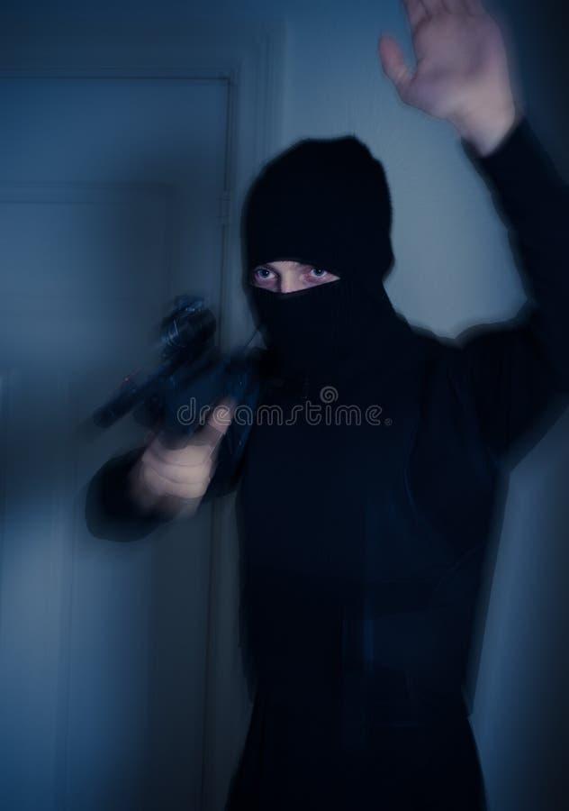 Mens met een geweer royalty-vrije stock foto