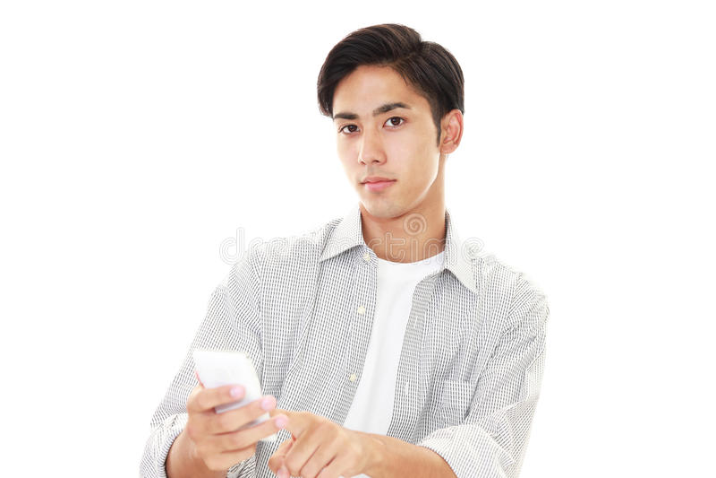Mens met een slimme telefoon stock fotografie