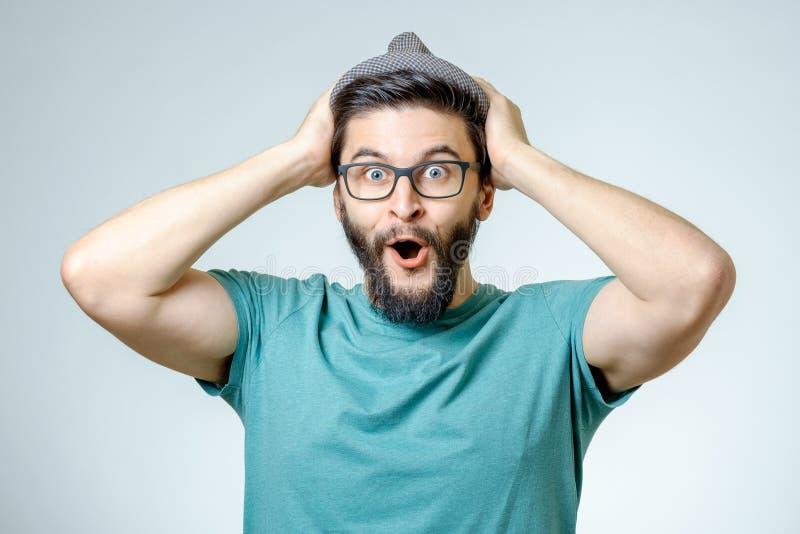 Mens met geschokte, verbaasde uitdrukking stock fotografie