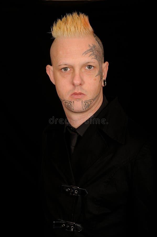 Mens met getatoeërd gezicht stock fotografie