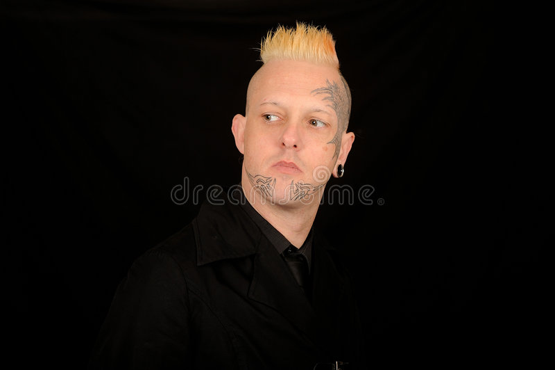 Mens met getatoeërd gezicht stock foto's