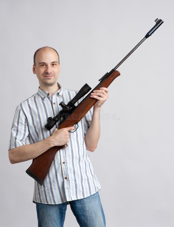 Mens met geweer royalty-vrije stock foto