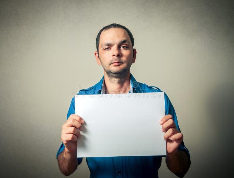 Mens met het lege document stock afbeelding