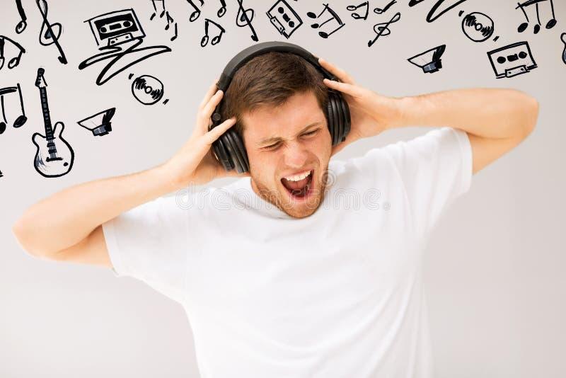 Mens met hoofdtelefoons het luisteren luide muziek stock foto's
