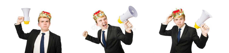 Mens met kroon en megafoon op wit wordt ge?soleerd dat stock foto