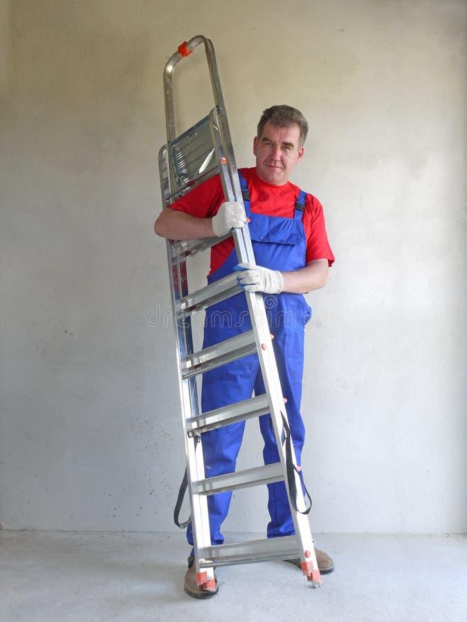 Mens met ladder stock afbeeldingen