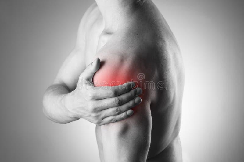 Mens met pijn in schouder Pijn in het menselijke lichaam royalty-vrije stock afbeelding
