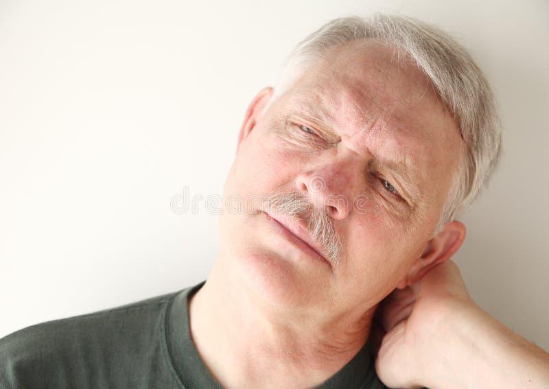 Mens met pijnlijke hals stock foto