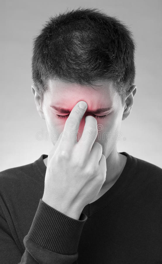 Mens met sinuspijn stock fotografie