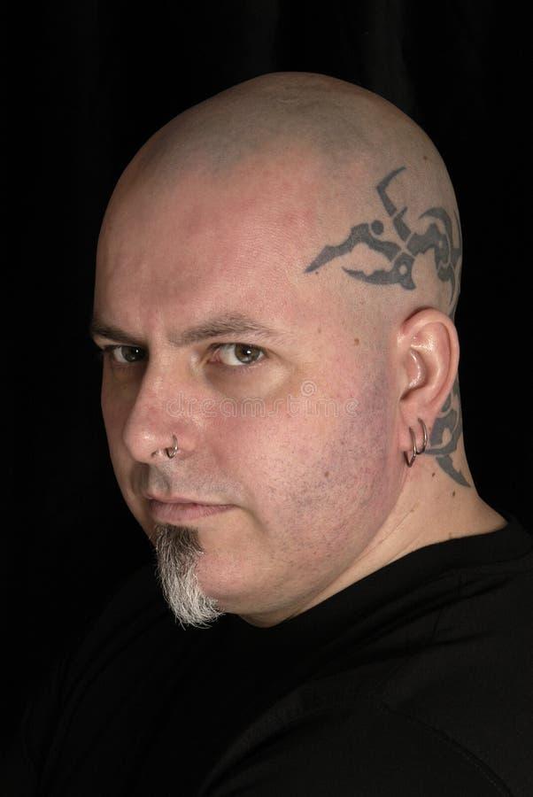 Mens met tatoegeringen stock foto's