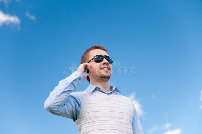 Mens met telefoon royalty-vrije stock foto