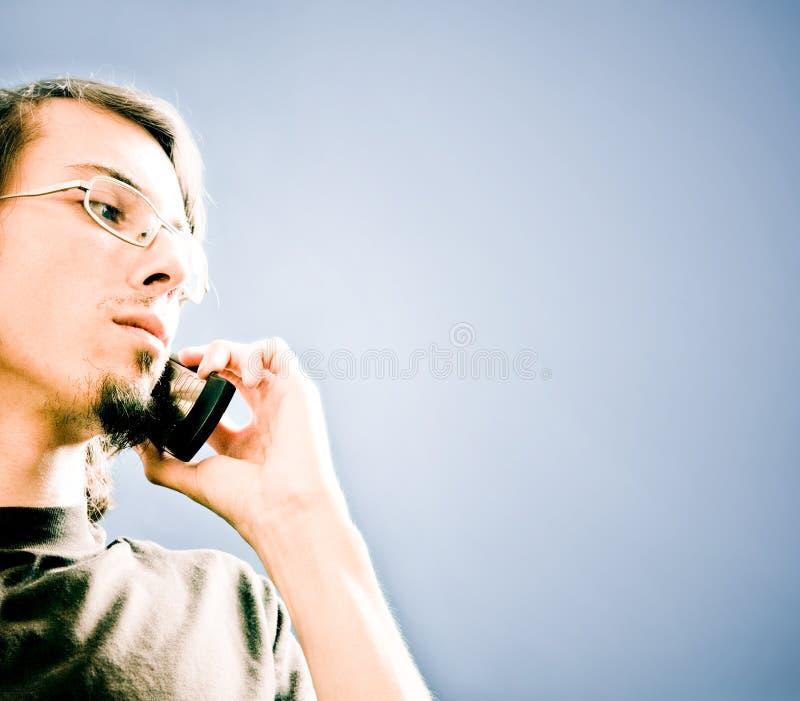 Mens met telefoon stock foto