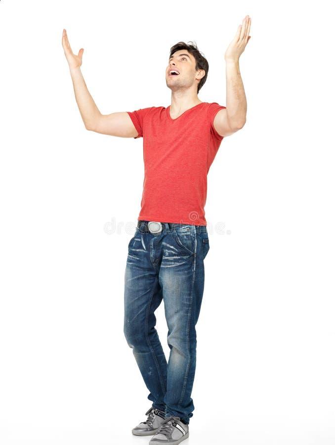 Mens met in toevallig met opgeheven handen omhoog geïsoleerdu stock afbeelding