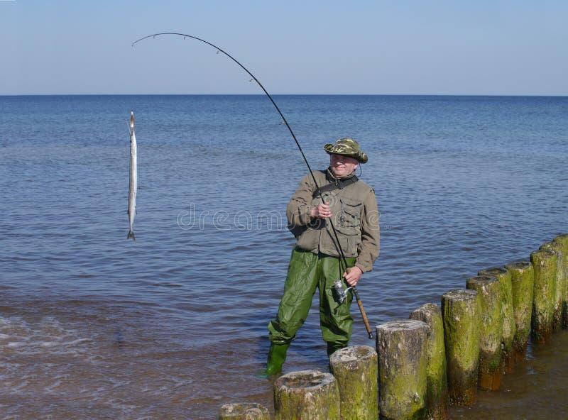 Mens met vissen en hengel royalty-vrije stock afbeelding