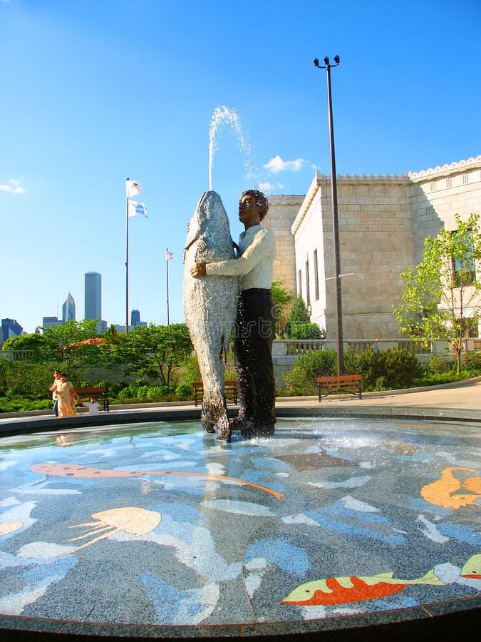 Mens met Vissenstandbeeld Chicago royalty-vrije stock foto