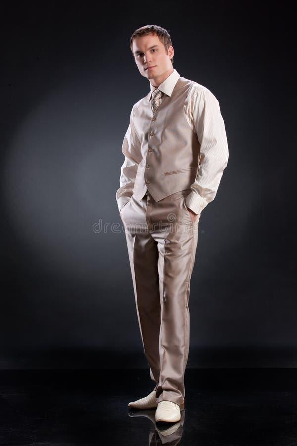 Mens in Modieus Kostuum stock fotografie